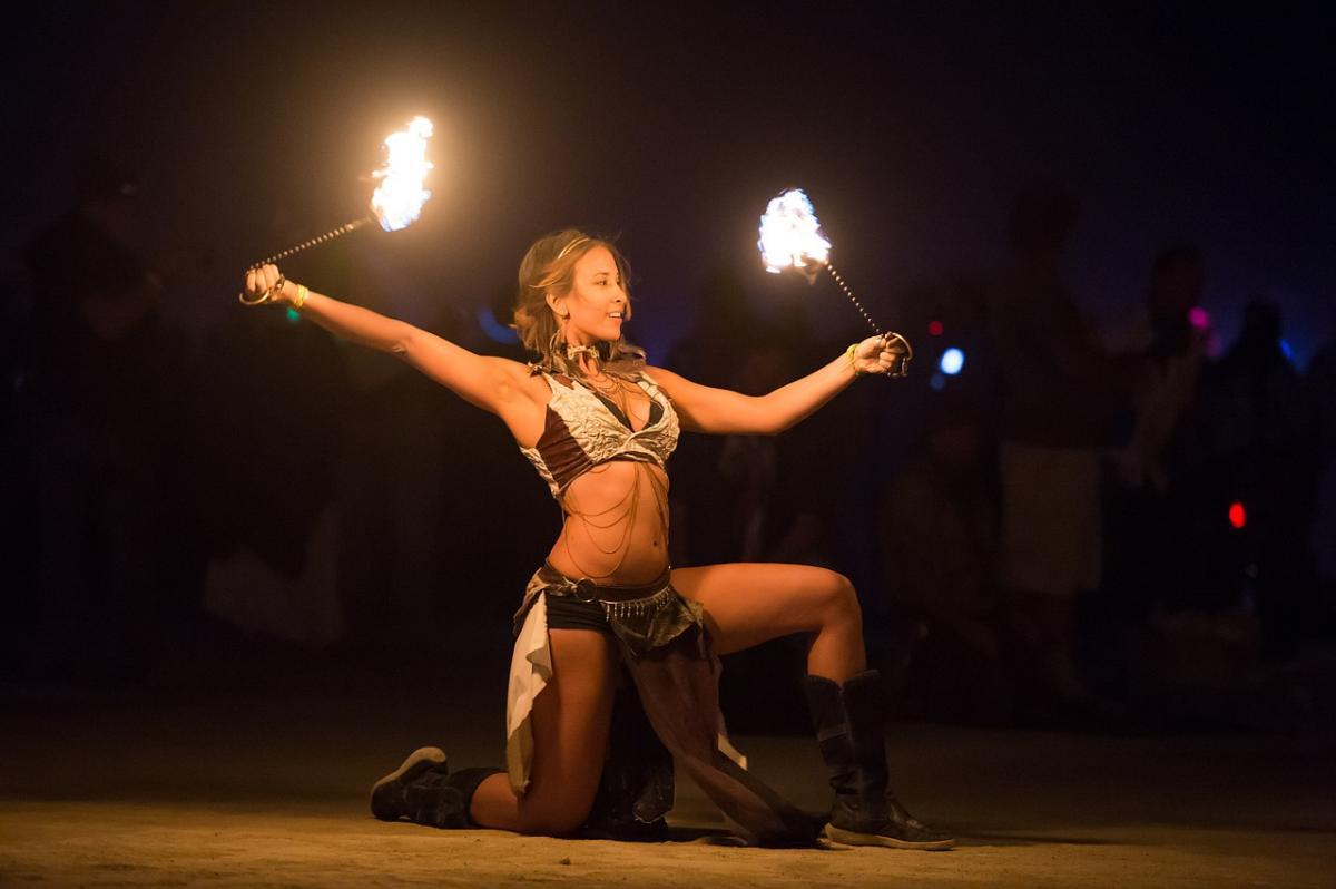 Striptérka a oheň